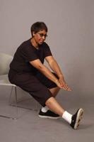 Sentado Estirar los músculos isquiotibiales